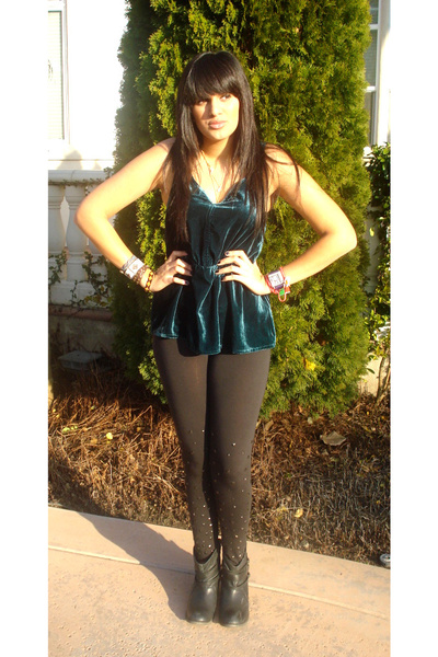 black Mia boots - black UO leggings - blue UO top - gold f21 necklace