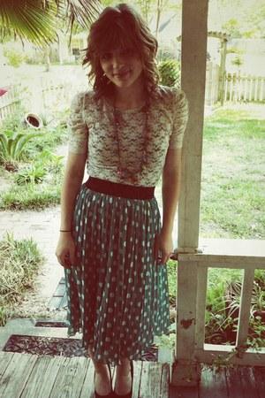 green Forever 21 skirt - black Charlotte Russe pumps - off white Forever 21 top