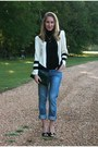 Black-gap-t-shirt-navy-levis-jeans-cream-camilyn-beth-jacket