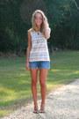 Navy-levis-shorts-light-brown-dolce-vita-sandals-ivory-altard-state-t-shirt