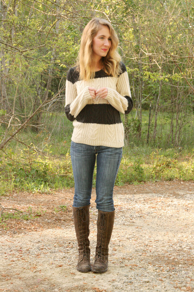 Gap sweater - Clarks boots - Lucky Brand jeans