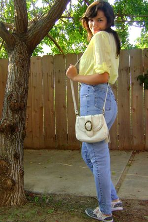 yellow H&M shirt - blue jeans - shoes