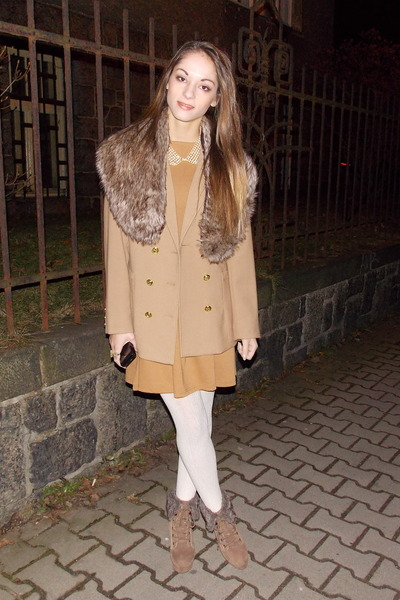 camel H&amp;M coat - white tights - light brown faux fur Gate accessories