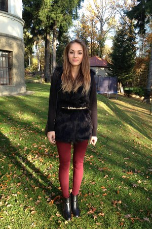 black faux fur Ebay vest - ruby red burgundy H&M leggings