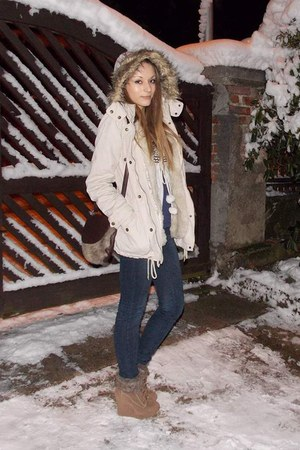 ivory faux fur F&F jacket - navy skinny fishbone jeans