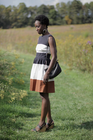 cotton vintage dress - faux leather H&M bag - leather madewell wedges
