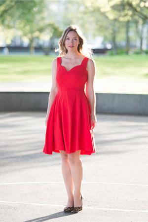 red feminine Obakki dress - tawny leopard print Sole Society heels