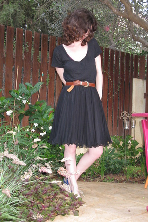 sarah brown shirt - Secondhand skirt - Secondhand belt - cala shoes