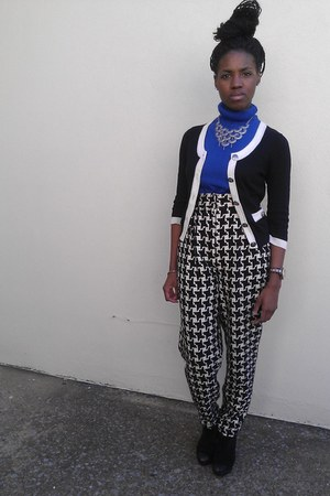 blue vintage shirt - white vintage pants - black Carlos Santana wedges