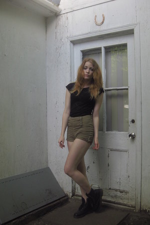 Lace top shirt - Dr Martens boots - High waisted shorts shorts