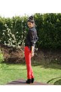 Red-cubus-jeans-black-sheer-lindex-shirt-gold-vintage-accessories
