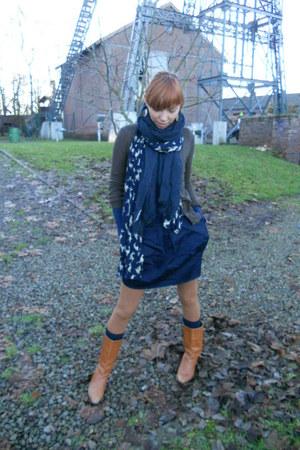 vintage boots - Vero Moda leggings - Primark shirt - bambi Bershka scarf - Forev