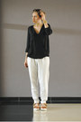 Black-shirt-white-pants-nude-sandals