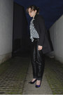 Striped-h-m-shirt-black-leather-like-pants-navy-velvet-h-m-heels