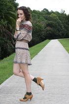 beige Aldo shoes - beige httpstoresebaycomTwitchVintage dress - green HUE socks