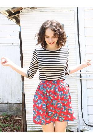 black Target t-shirt - red httpstoresebaycomTwitchVintage skirt - black Dolce Vi