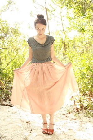 charcoal gray cropped thrifted t-shirt - light pink Twitch Vintage skirt - tawny