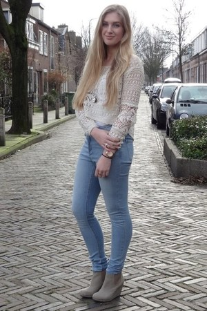 eggshell crop top H&M top - sky blue high waisted Primark jeans