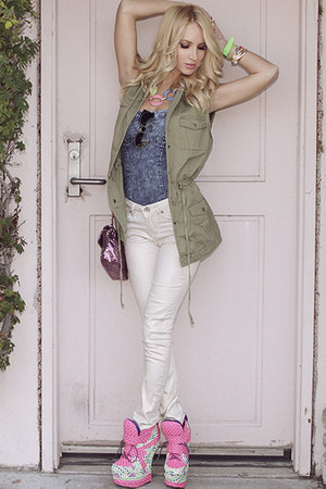 arms up lush vest - jeans - bag - jazzy babe sunglasses - harkins sneakers