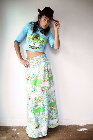 blue vintage t-shirt - white vintage from VIRAL THREADS skirt