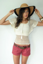 coral American Eagle shorts - beige crochet fishnet Viral Threads blouse