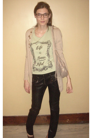 Jen mascali bag - David Lory t-shirt - Konsanszky pants - Philia cardigan - Marc