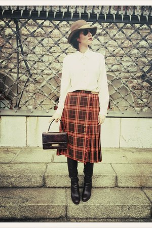 tan vintage hat hat - ivory vintage blouse shirt - crimson Vintage bag bag