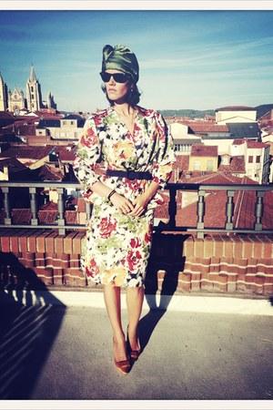 vintage VIRVIN dress - H&M hat - Zara heels