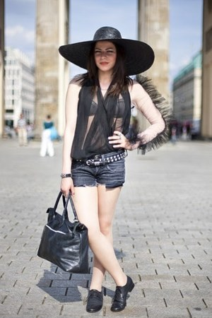 Gero Mure shoes - Zara hat - vintage bag - Pepe Jeans London pants