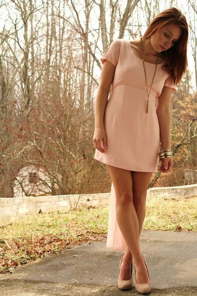 light pink Vantage Point Vintage dress - gold Vintage costume necklace - beige F