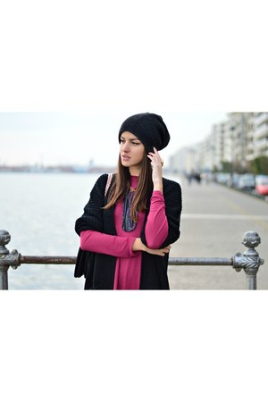 Brigitte Boutique cardigan - beanie H&M hat - Brigitte Boutique necklace