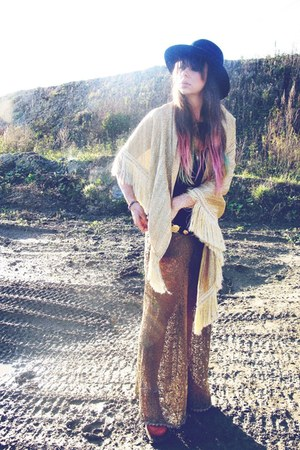 vintage hat - gold vintage cape - vintage belt - free people pants