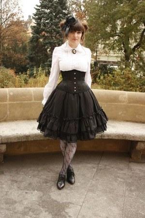 black Ophelia without Eye skirt - white Anna House blouse