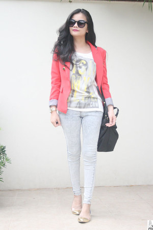 white top - hot pink blazer - gold bag - periwinkle pants - flats