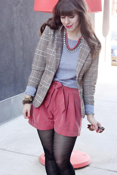 coral H&amp;M shorts - heather gray TNA sweater - beige H&amp;M blazer