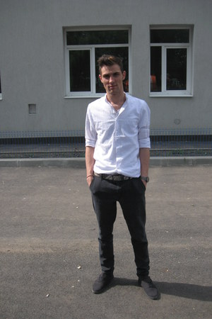 gray Zara boots - white Bershka shirt - silver Swatch watch - gray Zara pants