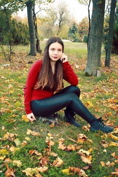 black OASAP leggings - burnt orange romwe sunglasses - ruby red Vero Moda vest
