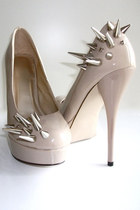 Spiked-vile-broccoli-fur-pumps