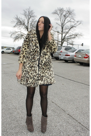 vintage coat - Steve Madden shoes - vintage dress - Elizabeth &amp; James accessorie