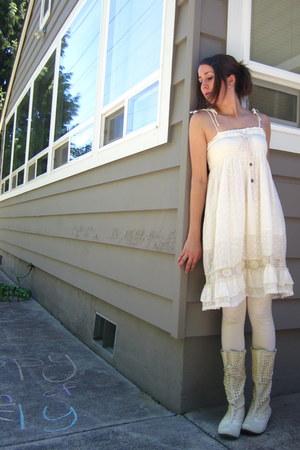 cream mesh Jump boots - cream dress - cream simple leggings tights - rose Paris