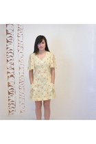 Light-yellow-vintage-dress