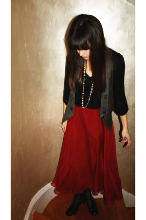 brick red silk Moulinette Soeurs skirt - black Zara Basics shirt