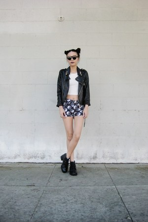 ying yang EvieKnight shorts - lookbookstore top