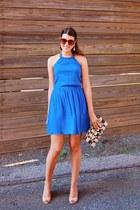 blue Zara dress - Zara bag - crimson zeroUV sunglasses - peach Nine West wedges