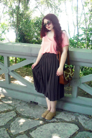 peach H&M t-shirt - pleated vintage skirt