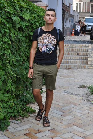 Zara sandals - H&M shorts - Zara t-shirt