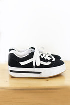 Black-platform-canvas-vintage-vans-sneakers