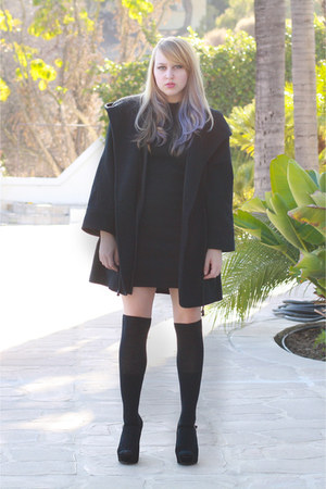 black wool slouchy vintage coat - black platforms shoes