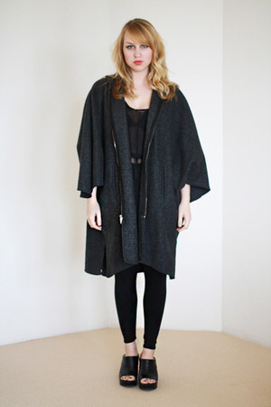 dark gray wool blended vintage from wemovevintage cape