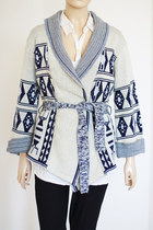 Blue-wrap-style-vintage-from-we-move-vintage-sweater